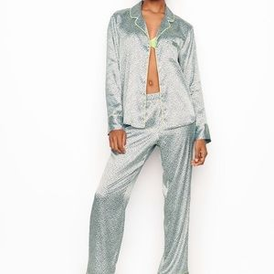 VICTORIA'S SECRET Blue Leopard Satin Pajamas